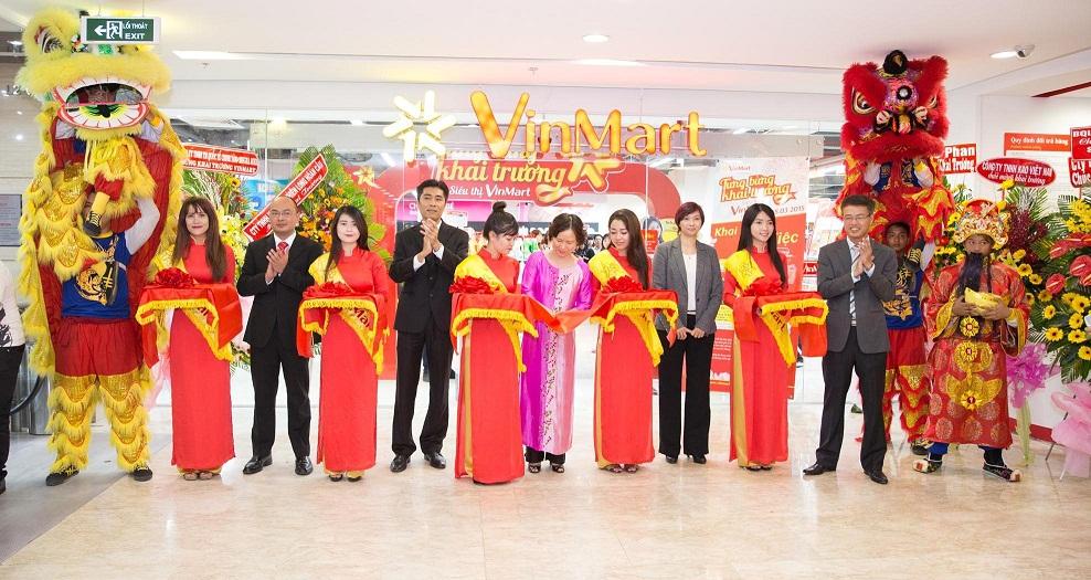 vinmart-pham-hung-dem-lai-mot-cuoc-song-tien-loi